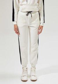 DeFacto - Pantalones deportivos - white - 0
