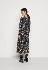 New Look Petite - SHIRRED DETAIL ZEBRA MIDI DRESS - Day dress - black - 2