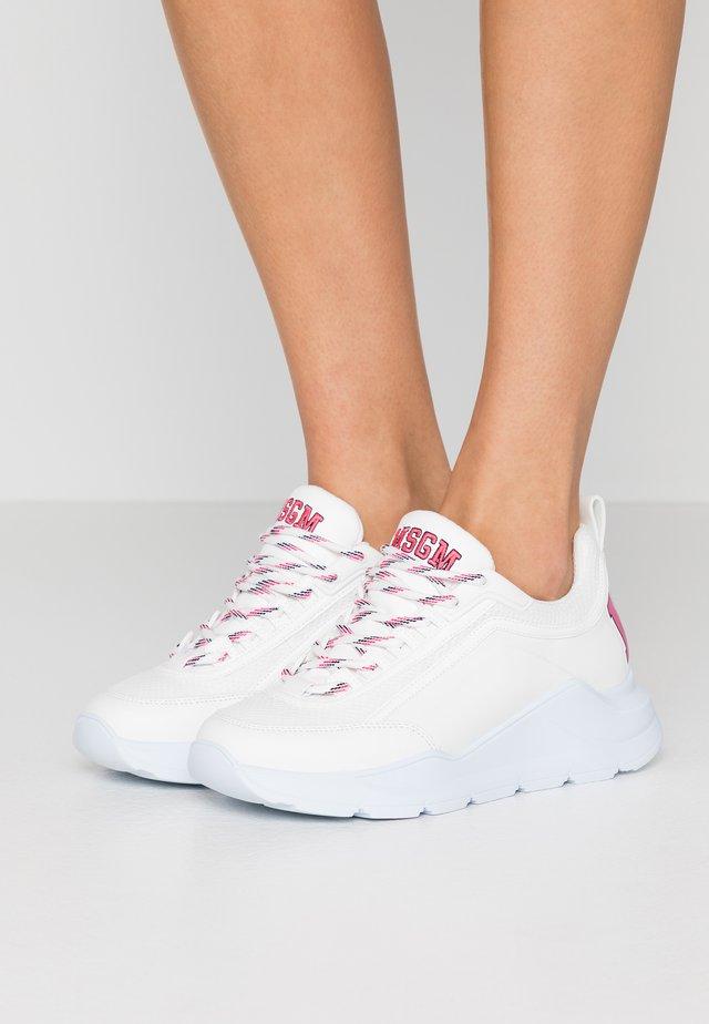 SCARPA DONNA WOMAN`S SHOES - Baskets basses - white