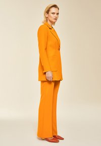IVY & OAK - Short coat - orange - 1