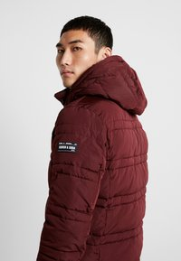 Scotch & Soda - CLASSIC HOODED PRIMALOFT JACKET - Vinterjacka - bordeaux - 3