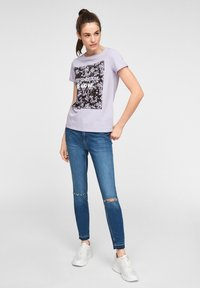 QS by s.Oliver - MIT FRONTPRINT - Print T-shirt - lilac - 1