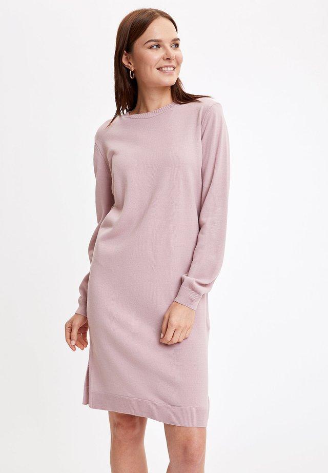 Stickad klänning - pink