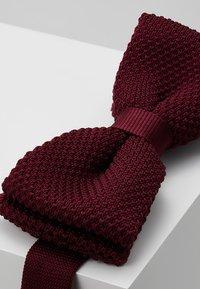 Twisted Tailor - JAGGER - Motýlek - dark burgundy - 3