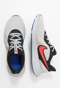Nike Performance - REVOLUTION 5 - Neutrala löparskor - black/chile red/light smoke grey - 1