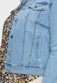 Vero Moda Curve - VMHOT SOYA JACKET - Denim jacket - light blue denim - 4