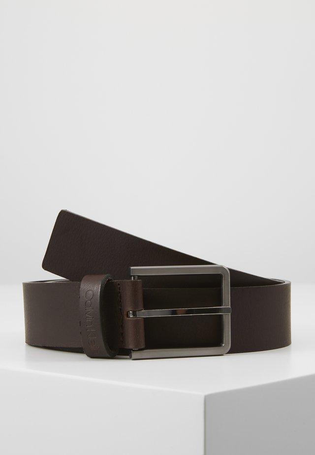 ESSENTIAL BELT - Pásek - brown