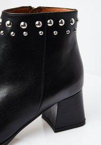 RISA - EXTRAVAGANTE - Classic ankle boots - schwarz - 5