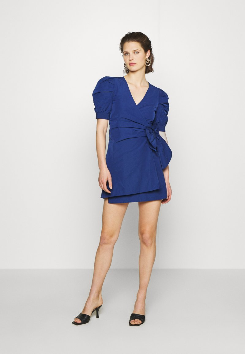 Who What Wear - THE PUFF WRAP DRESS - Kjole - navy
