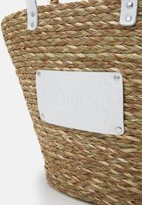 Núnoo - BEACH BAG LARGE - Tote bag - nature/white - 3