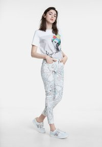 Desigual - DELFOS - Jeans Skinny Fit - white - 1