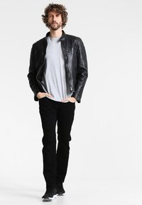 Tommy Hilfiger - DENTON - Straight leg jeans - clean black - 1