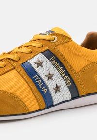 Pantofola d'Oro - IMOLA UOMO - Joggesko - curry - 5