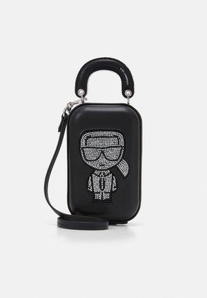 IKONIK CLUTCH - Across body bag - black
