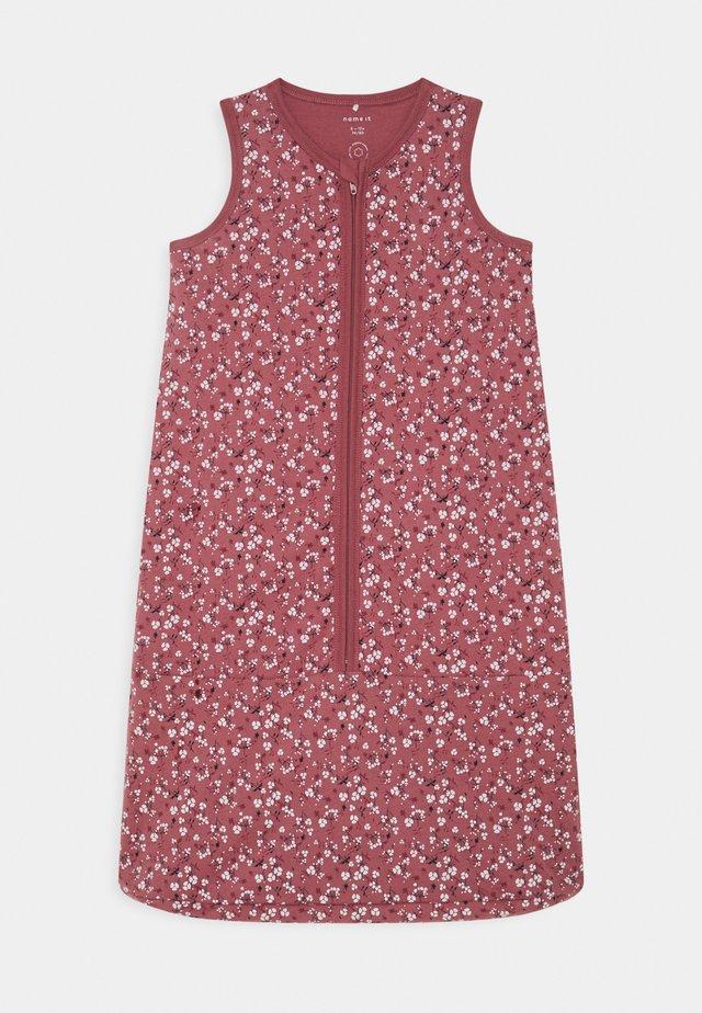 NBNKLOP SLEEPINGBAG UNISEX - Pijama saco - pink