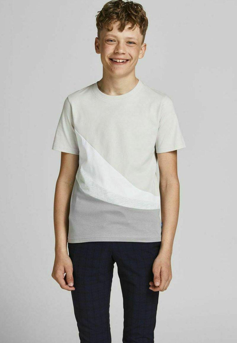 Jack & Jones Junior - T-shirt med print - glacier gray