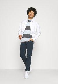 Wrangler - LARSTON - Jeans Skinny Fit - navy - 1