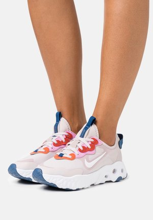 REACT ART3MIS - Sneakers - platinum violet/white/beyond pink/mystic navy/team orange