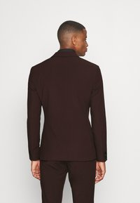 Isaac Dewhirst - THE TUX - Kostym - bordeaux - 3