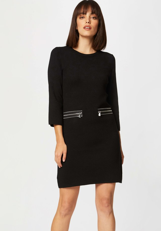 STRAIGHT  WITH ZIPPED DETAILS - Abito in maglia - black