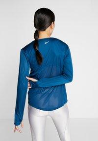 Nike Performance - MILER - Funktionsshirt - valerian blue/reflective silver - 2