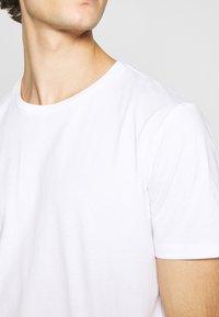 Minimum - LUKA  - Jednoduché triko - white - 6