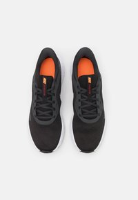 Nike Performance - REVOLUTION 5 - Hardloopschoenen neutraal - black/vast grey/total orange/gym red/reflect silver - 3