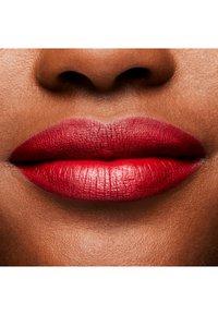 MAC - RETRO MATTE LIPSTICK - Lipstick - ruby woo - 7