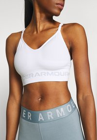 Under Armour - SEAMLESS LOW LONG BRA - Sports bra - white - 3