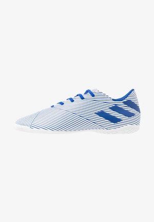 NEMEZIZ 19.4 IN - Halové fotbalové kopačky - footwear white/royal blue/core black