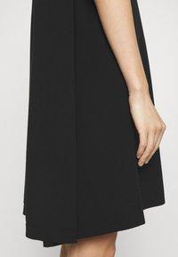 Emporio Armani - Žerzejové šaty - black - 5