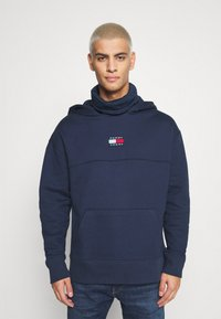 Tommy Jeans - BADGE FUNNEL NECK HOODIE - Sweat à capuche - navy - 0