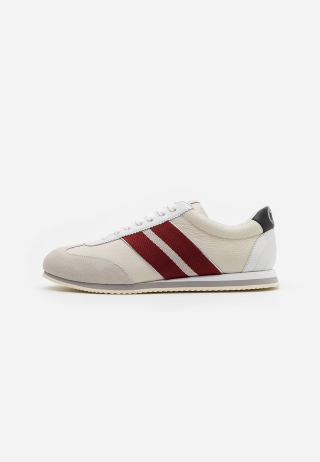 BERNA - Sneakers laag - white/red