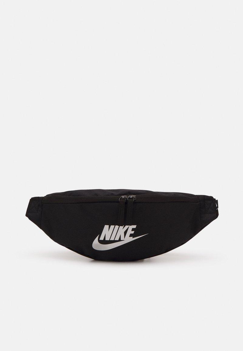 Nike Sportswear - HERITAGE UNISEX - Bum bag - black/metallic silver