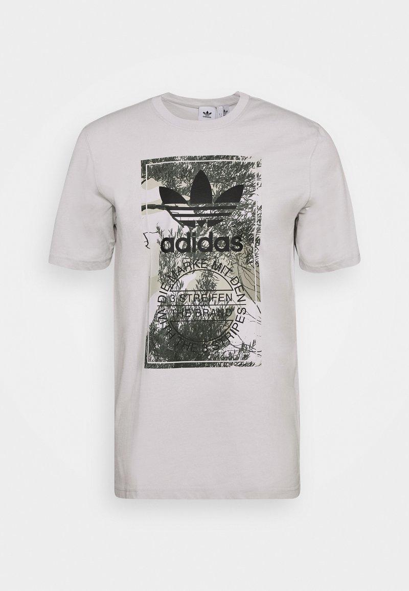 adidas Originals CAMO TONGUE TEE - T-Shirt print - grey/grau VpCHdy