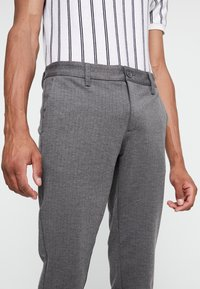 Only & Sons - ONSMARK PANT STRIPE - Spodnie materiałowe - medium grey melange - 4