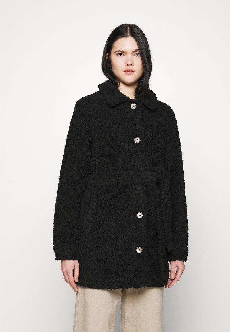 JDY - JDYSTELLA BELT JACKET - Klasický kabát - black
