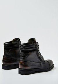 Pepe Jeans - WOODLAND - Botki sznurowane - factory black - 3