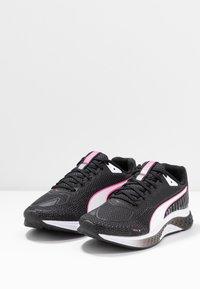 Puma - SPEED SUTAMINA 2 - Neutrální běžecké boty - black/white/luminous pink - 2