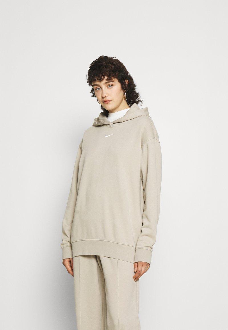 Nike Sportswear - HOODIE  - Sudadera - beige
