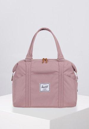 STRAND - Sportovní taška - ash rose