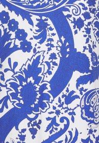 Emily van den Bergh - Bluser - white/blue - 2