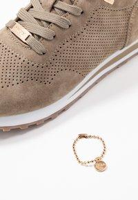 Mexx - CIRSTEN - Sneakersy niskie - taupe - 7