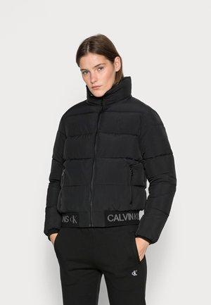 LOGO HEM SHORT PUFFER JACKET - Winter jacket - black