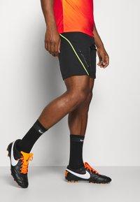 Nike Performance - DRY  - Korte broeken - black/volt - 2