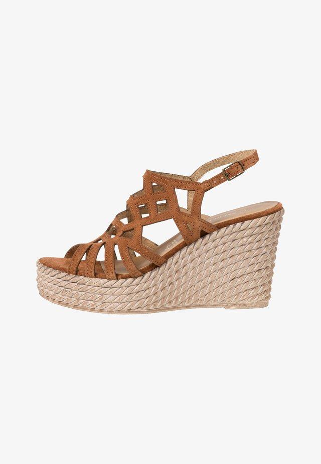 Sandály na platformě - muscat