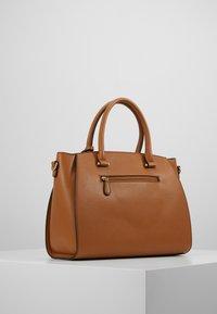 L.CREDI - FELICIA - Handbag - cognac - 4
