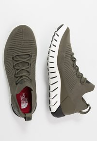 The North Face - MEN'S OSCILATE - Obuwie do biegania Turystyka - new taupe green/black - 1
