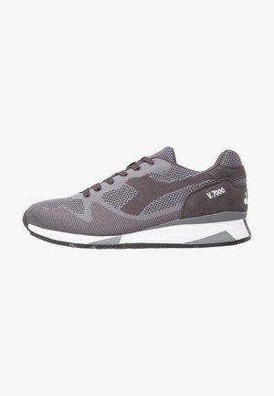 V7000 - Zapatillas - steel gray