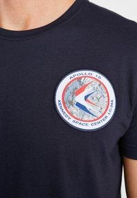 Alpha Industries - T-shirt imprimé - blue - 6